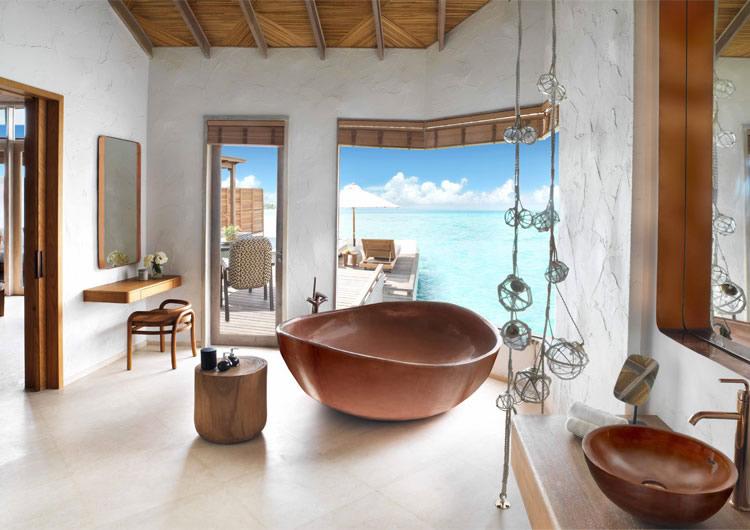 ванная комната на водной вилле  в Fairmont Maldives, Sirru Fen Fushi