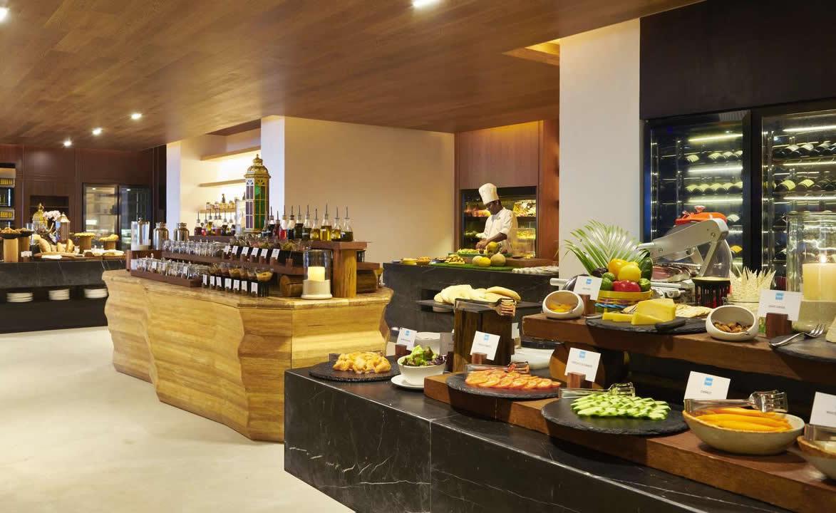 Fairmont Maldives, Sirru Fen Fushi, buffet restaurant
