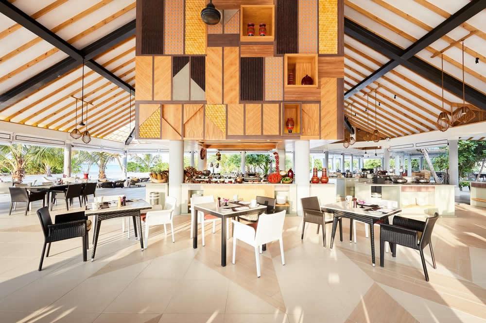 Iru Bar в Amari Havodda Maldives