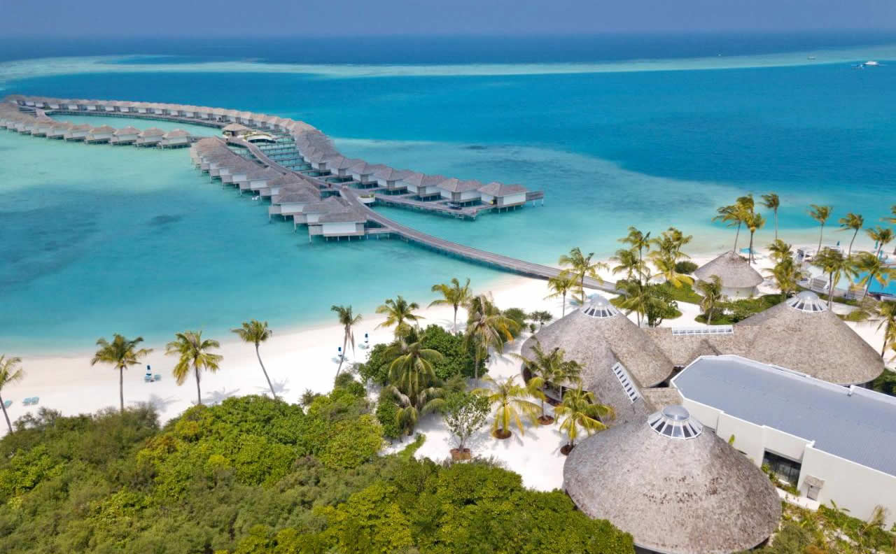 Located on the largest island in Dhaalu Atoll, Kandima Maldives has the longest outdoor swimming pool in the Maldives, an abundance of water-sports, the largest beach club and tennis and basketball courts. It offers a marine biology centre, an art studio and cooking classes.