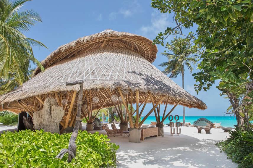 пляжный бар Onu  в Fairmont Maldives, Sirru Fen Fushi