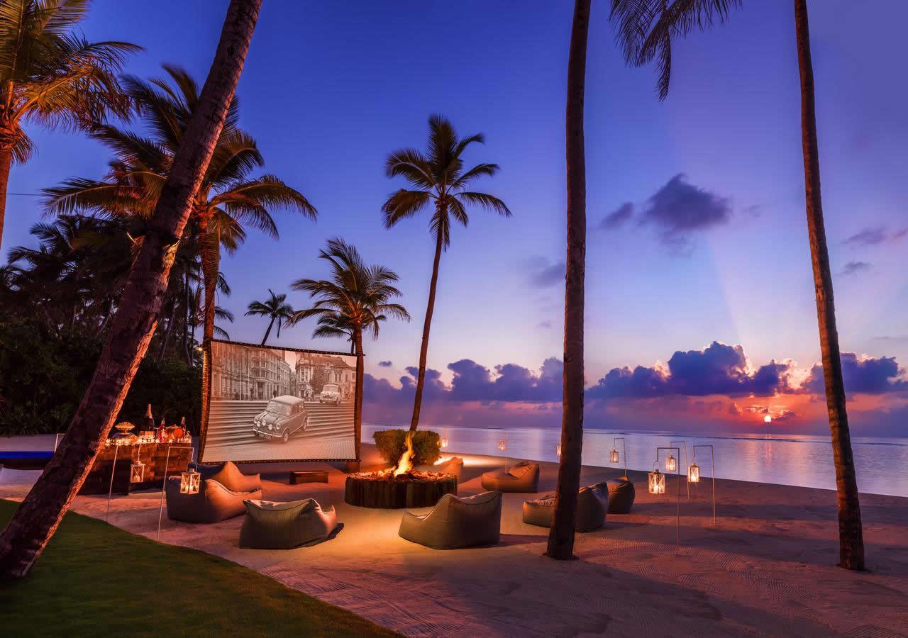 пляжный кинотеатр на Мальдивах
