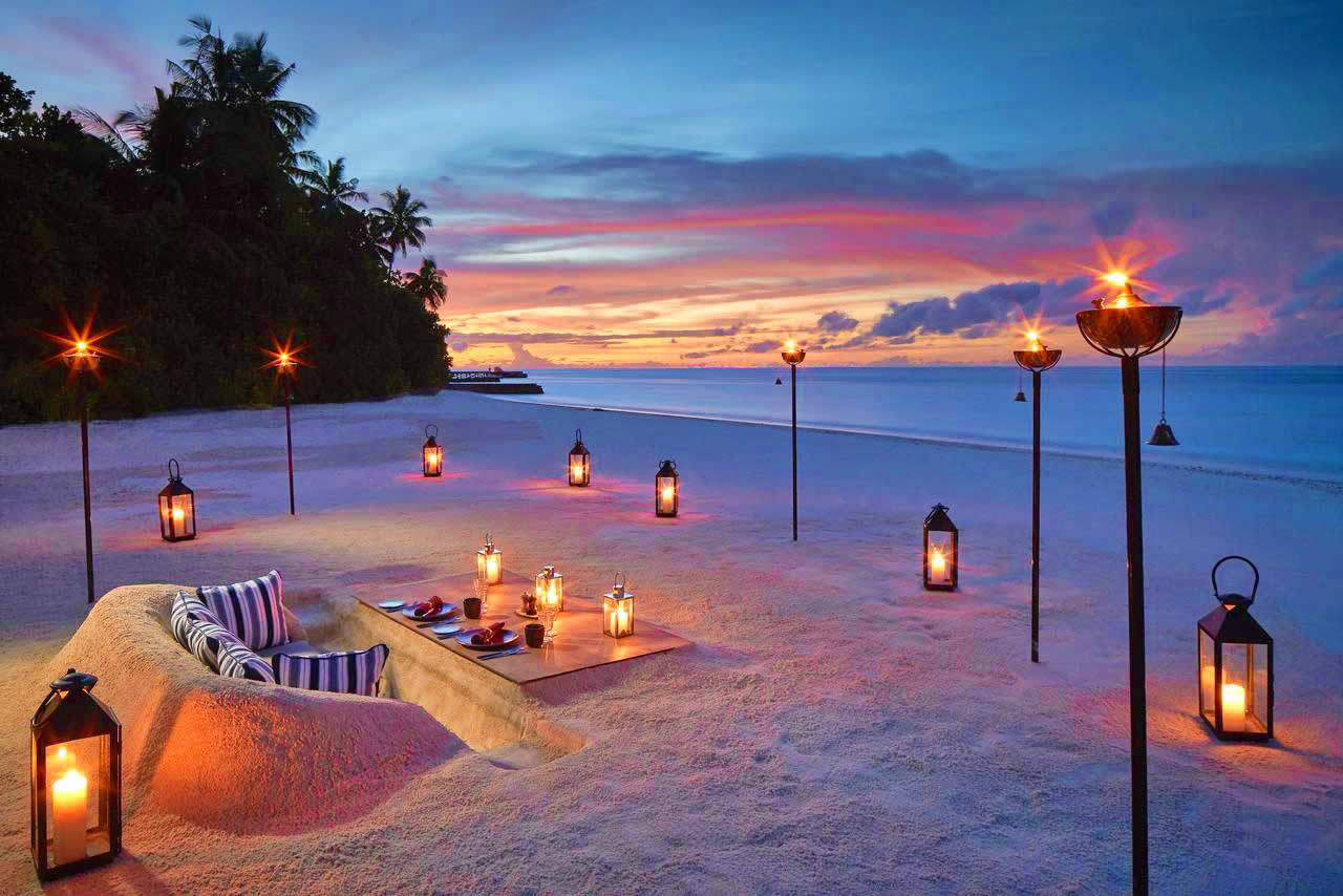 Raffles Maldives Meradhoo - beachside dinner