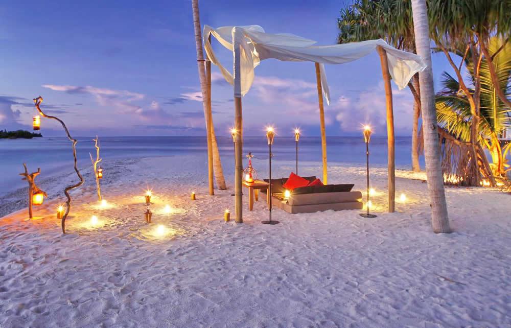 The Residence Maldives, romantic dinner on the beach