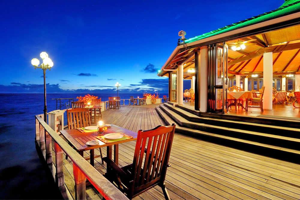 надводный изысканный ресторан