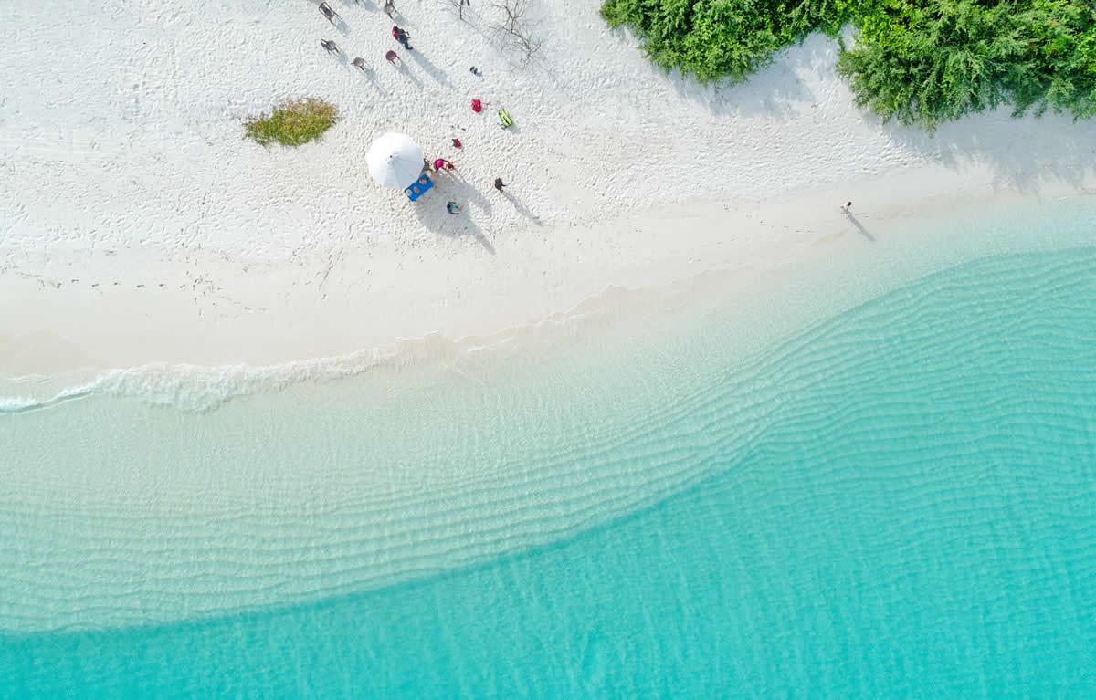 белый пляж  в Fairmont Maldives, Sirru Fen Fushi
