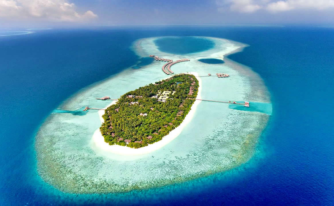 Experience World-class Service at Vakkaru Maldives