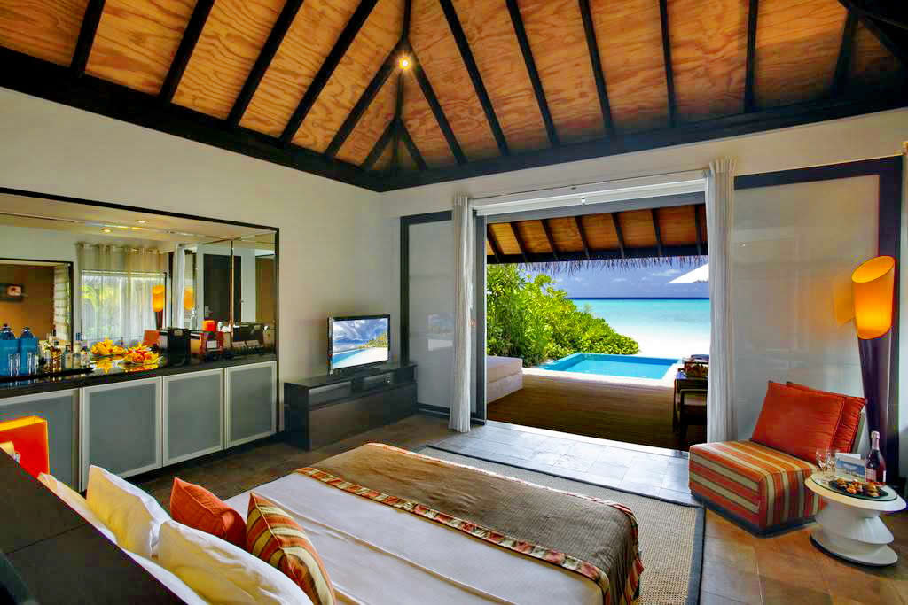 velassaru aerial - Beach Villa with Pool